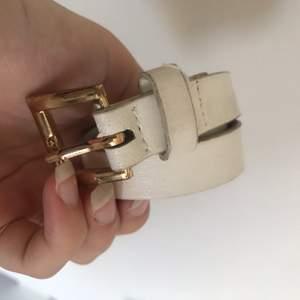 Bältet är använt och super fint, köparen står för frakten🥰
