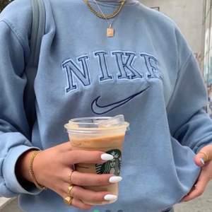 Jag vill ha en tröja som liknar eller är en sådan på bilden. Om någon har/säljer skicka till mig eller skriv i komentarerna