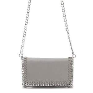 Säljer denna urfina väska från scorett, den är väldigt liknande Stella väskorna när den sitter på. Buda från 250 kronor!