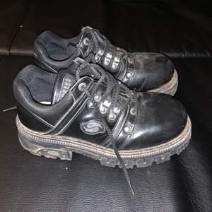 Skitnice skor jag hittade på second hand men de passade inte riktigt. Pris går att diskutera