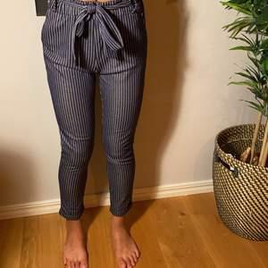 Rutiga kostymbyxor som är superfina! Köpte står för frakt💕