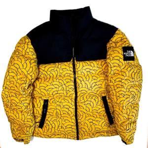 TNF limited edition 1992 nuptse • stl herr XS • använd max 10ggr köpt för 2500kr • bud från 1000kr! buda i kommentarerna
