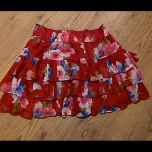 Väldigt söt kjol från hollister, den är oanvänd & prislappen finns kvar :)