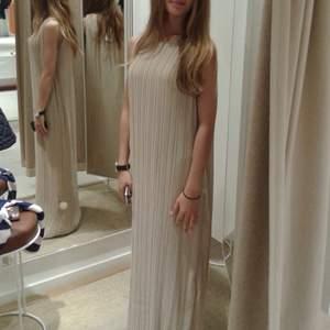 Helt ny balklänning/långklänning från Femme i storlek xs. Tags kvar. Nypris 700kr
