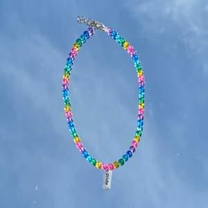 Säljer jätte fina Pride halsband! 🏳️🌈💖 Jätte snygga till sommaren!💞 finns spänne där bak! Kostar 69kr/st💞👀 Frakt kostar 11kr💘🥰 🏳️🌈💘