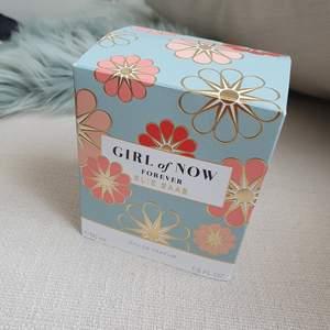 Ellie Saab parfym. 50ml eu de parfym. Säljer pga doften passar inte mig. Inköpt för full pris 800kr