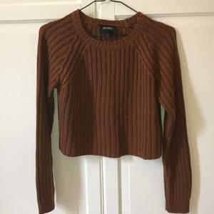 Fin brun stickad tröja från Monki! Storlek S 💗 I gott skick! Säljer eftersom jag inte använder den längre. 65kr + frakt