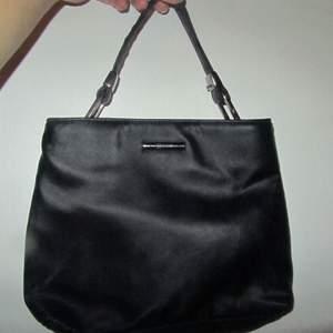 Mini ESPRITH Hand bag Color: Black