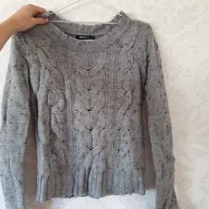 Stickad söt grå tröja!🍓