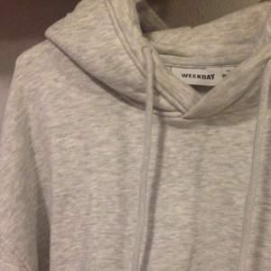 Ny hoodie från weekday. Knappt använd. Köpare står för frakt