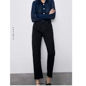 Skitsnygga svarta jeans från Zara. Helt oanvända (prislapp saknas dock) pga de var förstora på mig. Nypris 399kr