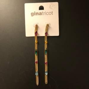 Helt nya örhängen från Gina tricot.