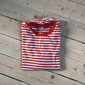 T shirt från Arket! Oanvänd.