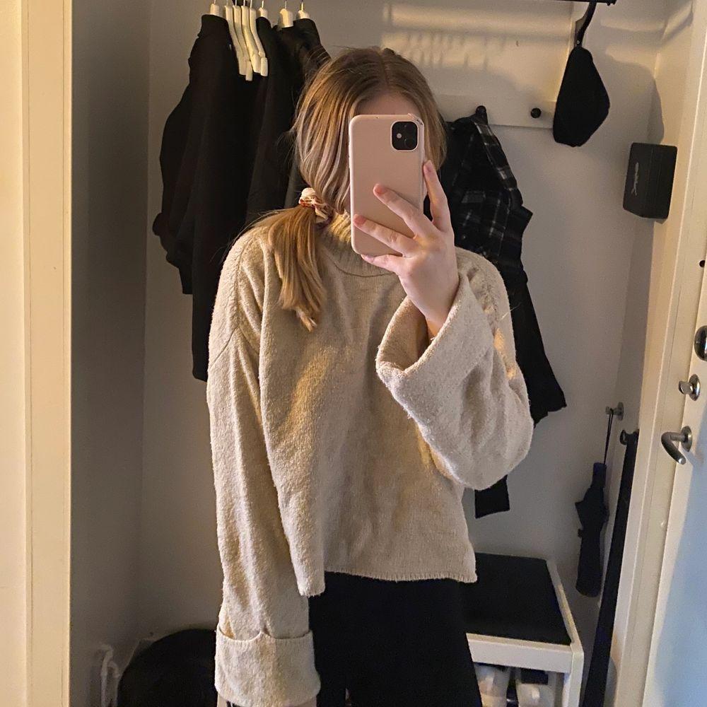 Fin stickad från Gina tricot, storlek S. Skriv för mer bilder 🌸. Stickat.