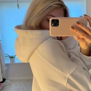 Tjocktröja/hoodie från Zara! Använd typ 1 gång så säljes därför. Lite kortare i modellen💓💓💓