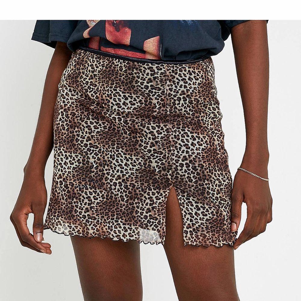 Super fin kjol köpt i London förra året på Urban outfitters. Den är aldrig använd så kjolen är i fint skick. . Kjolar.