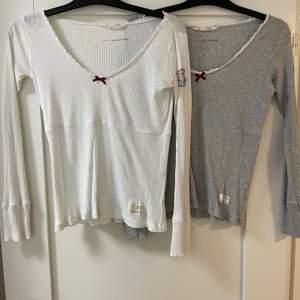 Två odd Molly tröjor i vitt och grått. 1 tröja för 50 kronor och båda för 80 kronor.