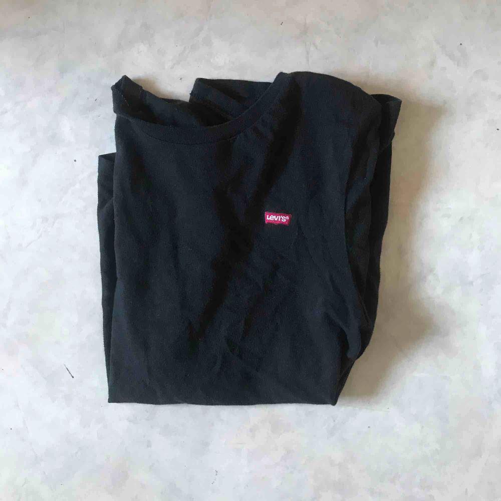 Supersnygg t-shirt köpt på junkyard, nypris 250, frakt tillkommer. T-shirts.