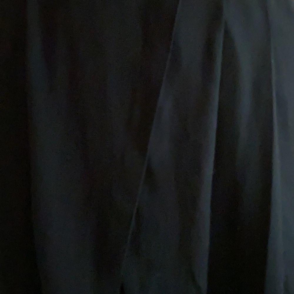 snygga vida svarta byxor från weekday. halvtransparenta. bra till fest och vardags. . Jeans & Byxor.