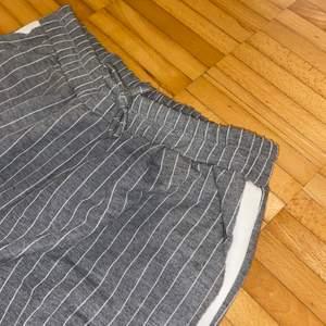 Säljer dessa sköna byxor då dom tyvärr blivit för små! Köparen står för frakt 😊