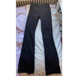 svarta jeans från CHEAP MONDAY. Använd fåtal gånger.
