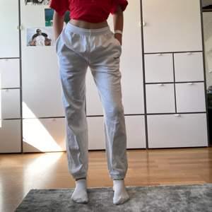 Jättefina sweatpants från Urban outfitters i storlek S❤️frakt kostar :62kr ev möts upp i centrala stockholm säljer pga att det blivit för små (jag är ca 170 cm)