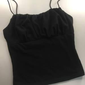 Superfint svart linne, använt några gånger🦋 säljer då jag har för många liknande