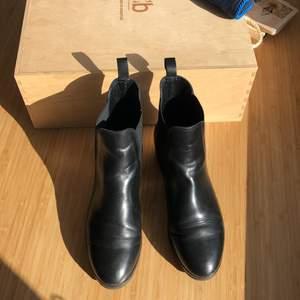 """Cecilia Bringheli """"Sessanta - Black Leather Elastic Boots with Black Elastic and Black rubber sole"""", inte använda och super bea skick! Dustbag och låda finns med! Jag"""