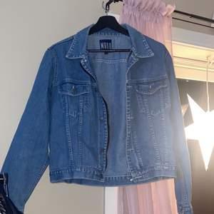 Inköpt i Turkiet för ett omvandlat värde på ca 1000 SEK. Aldrig använd, fin kvalitet och gjord utav äkta jeans-tyg. Strl 36