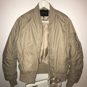 Skön jacka, använd fåtal gånger, köparen står för frakt