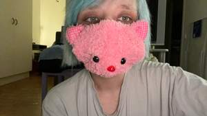 Rosa katt face mask! Använd fåtal gånger, legat och samlat damm i förrådet i flera år! Står ej för postens slarv och skickar med postnord