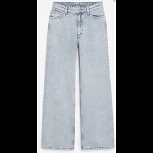 Yoko Jeans från Monki i färgen Light Blue. Mycket fint skick.