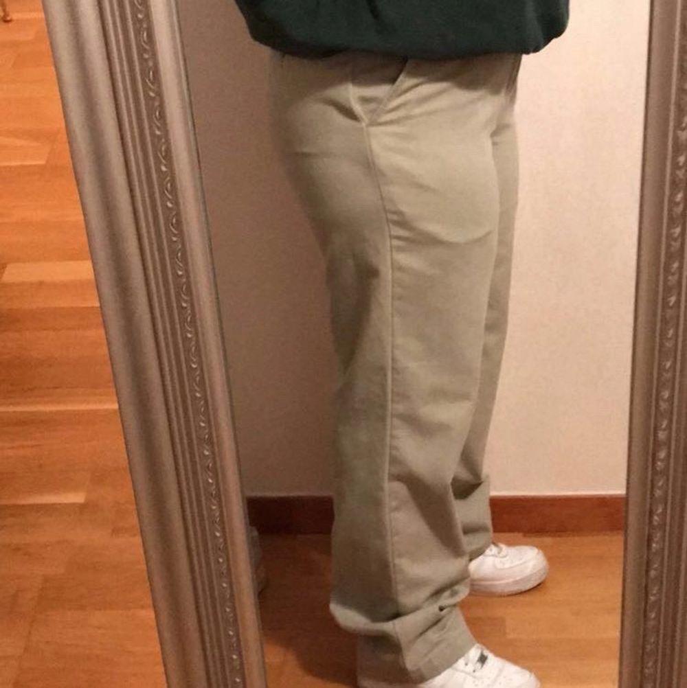 Nu säljer jag mina älskade beiga vintage byxor som endast är använda ett par gånger. Väldigt bra skick, de är köpta på Beyond Retro. Nypris 400 men säljer för 150. Hör av er vid funderingar💞💞💞💞. Jeans & Byxor.