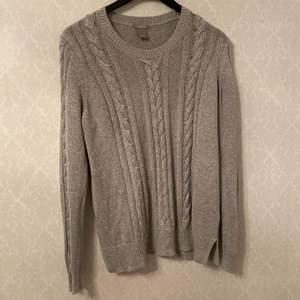 Lång ärmad tröja i storlek M, den är i ganska bra skick! Säljer den eftersom den inte kommer till användning.