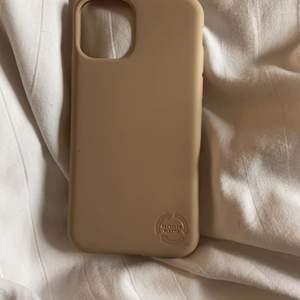 Helt nytt iPhone 11 PRO skal, köpte tyvärr fel men extremt skönt material och lägger sig platt på mobilen. Även recycled plastic