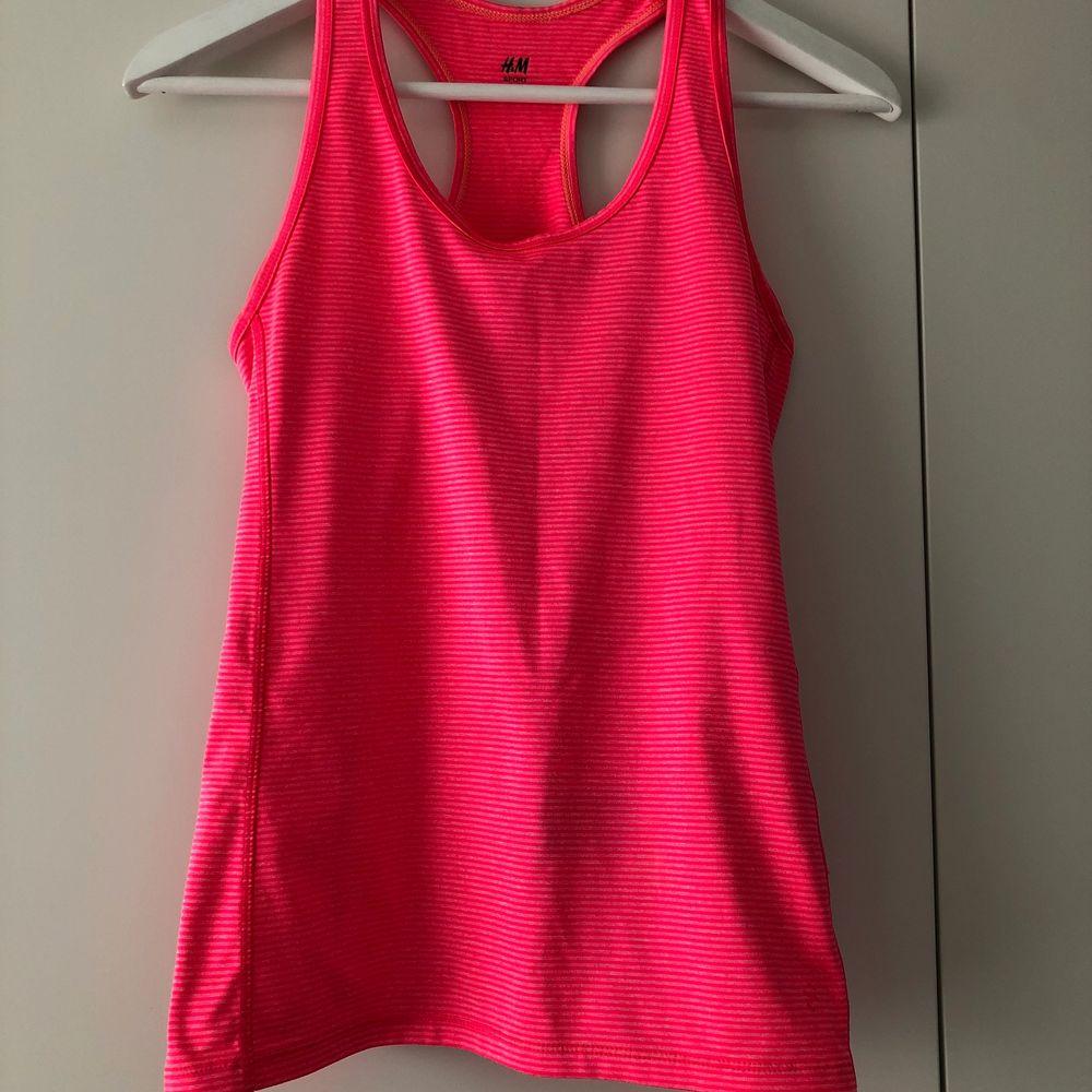 Rosa träningslinne . Huvtröjor & Träningströjor.