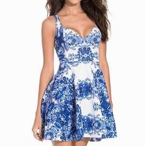 Så fin klänning ifrån Nelly, aldrig använd utan endast testad! Nypris 399kr men säljer för 100kr 💗