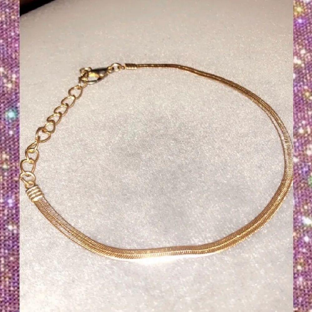 Guld armband jätte fin ej äkta guld . Accessoarer.