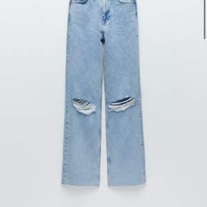 Hej är någon intresserad av att köpa mina zara jeans. Kan skicka bild på dom. Storleken är i 36 och dom sitter perfekt på mig som är 170 med lite längre ben