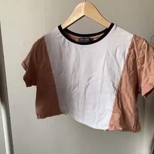 rosa och vit croppad tröja från primark i storlek XS