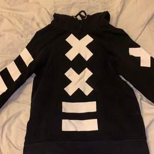 cool hoodie från elly pistol! Storlek xs men passar S med