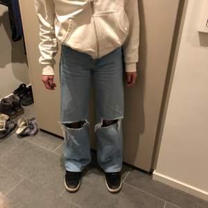 Håliga jeans från junkyard säljer då dom är lite korta. Originalpris 500