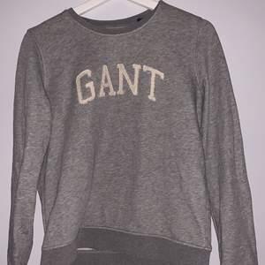Sweatshirt från gant köpt för ungefär 3 år sedan men använda inte längre. Köparen står för frakt ca.40kr. Köpt för 999 kronor💕