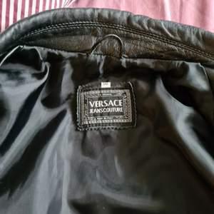Fin versace läder jacka