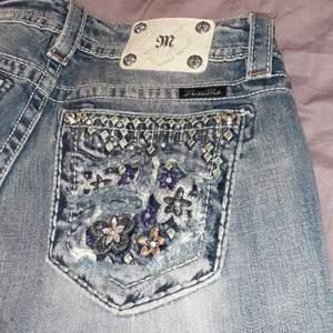 Super snygga miss me jeans!! Storlek 29 💖 möts i Stockholm annars frakt 66kr 💖 om många blir intresserad så blir det budgivning 💖