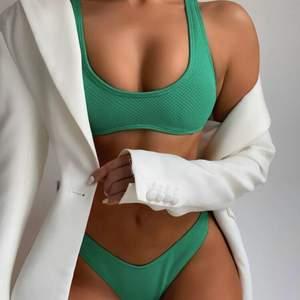 Säljer den finaste gröna bikinin som är köpt på shien men som var för liten för mig :( Aldrig använd! pallar ej skicka tillbaka så säljer här. Köpt för 109kr, säljer för 82kr
