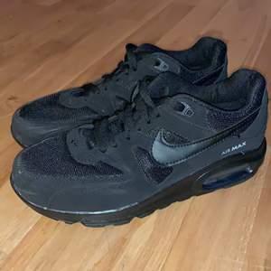 Säljer mina Nike Air Max 97, t 38-39. Skorna passar till båda kön. Använda 3-5 gånger. Det är bara att skriva till mig om du är intresserad & vill ha flera bilder eller om du har frågor. Pris går att diskuteras. Köparen står för frakt. Replica 1:1.