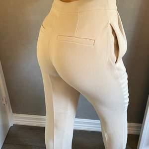 Snygga kostymbyxor från nakd i oanvänt skick!!💜
