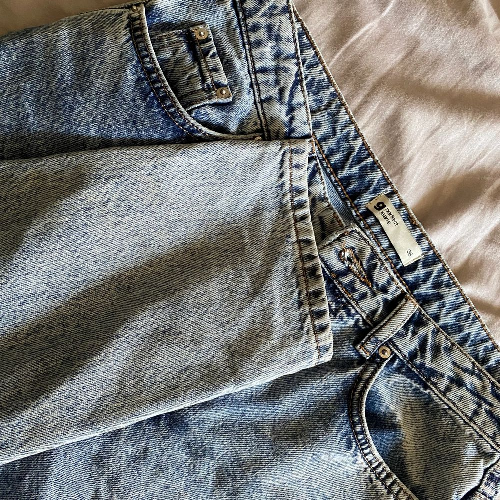 Säljer nu mina Dagny jeans från Gina tricot då dem kommit till användning endast 1 gång! . Jeans & Byxor.