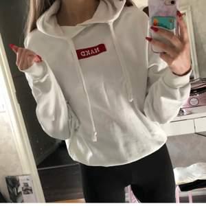 Jättefin NA-KD-hoodie i storlek S💗 använd men i fint skick✨
